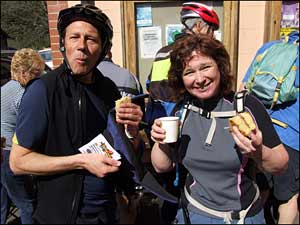 Lee and  Anne soak the sun and scoff the cakes!